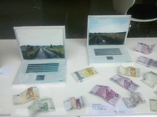 Geldscheine, Laptop Kunstmassnahmen